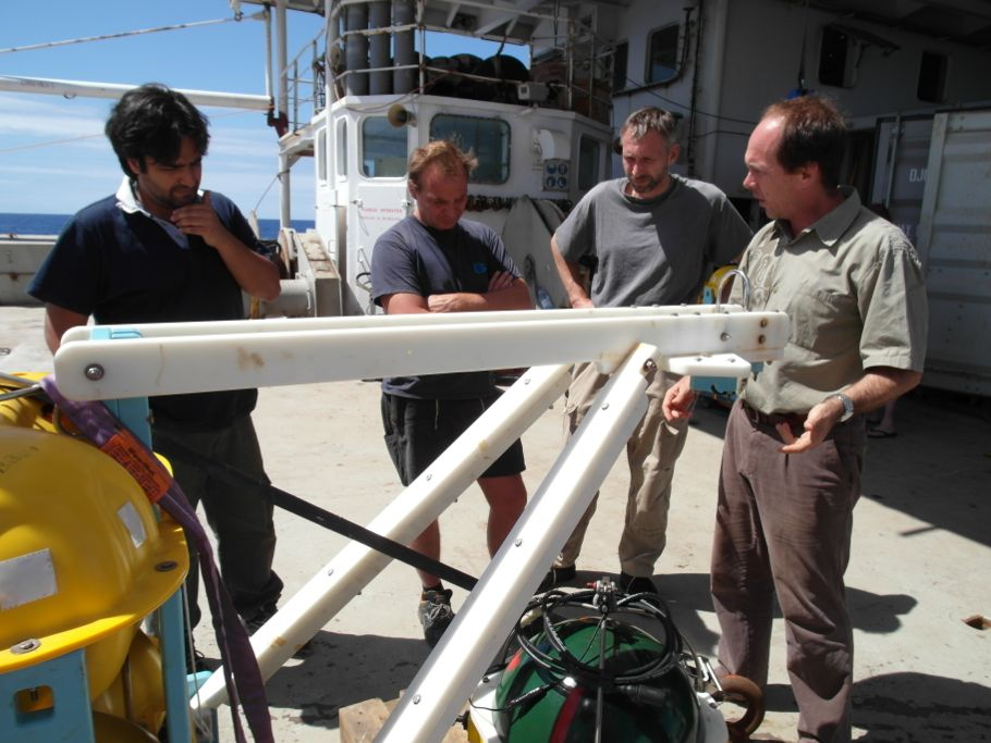 Wayne explains the French OBS instrument to Kasra, Erik and Henning.